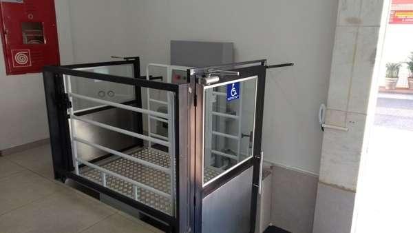 Elevador residencial para cadeira de rodas