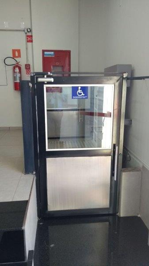 Elevador residencial plataforma de acessibilidade